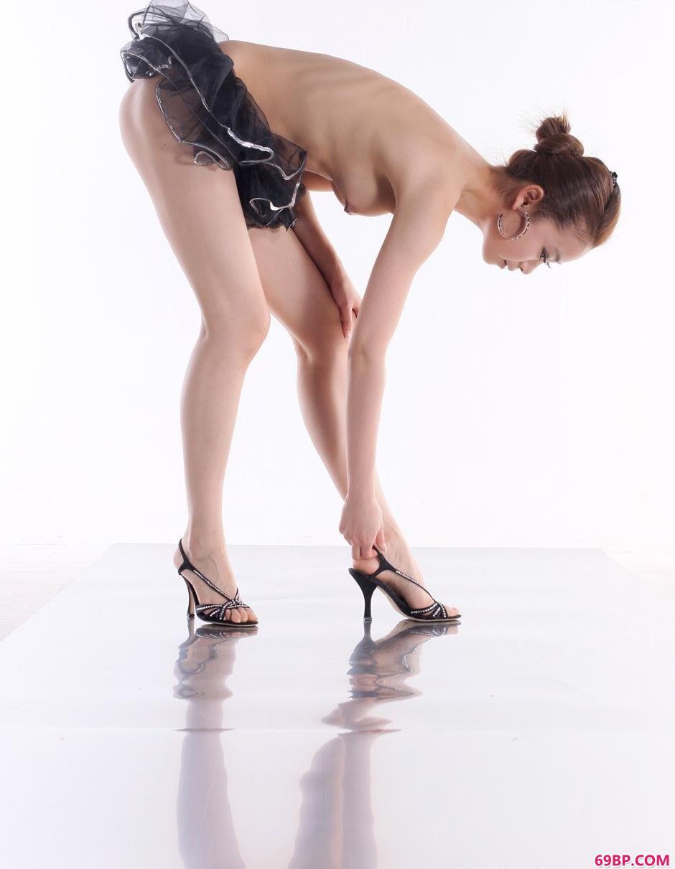 妹子贝贝棚拍芭蕾舞人体
