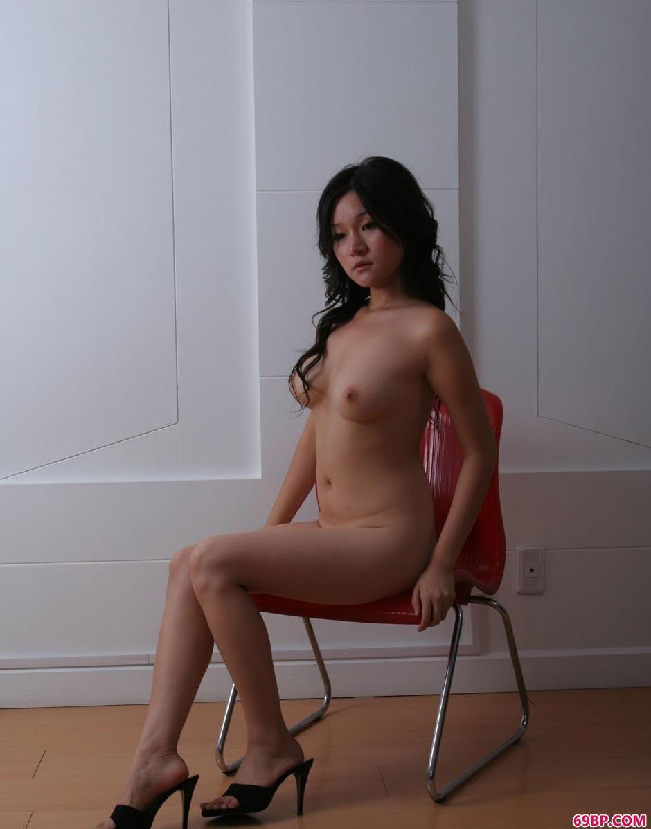 莎莉在椅子上的大尺度人体