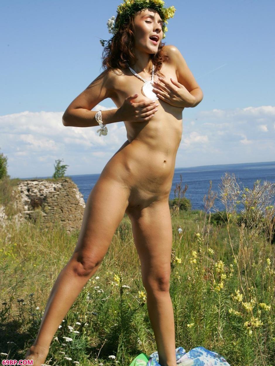 嫩模欧嘉Olga碉堡前的花香美体2