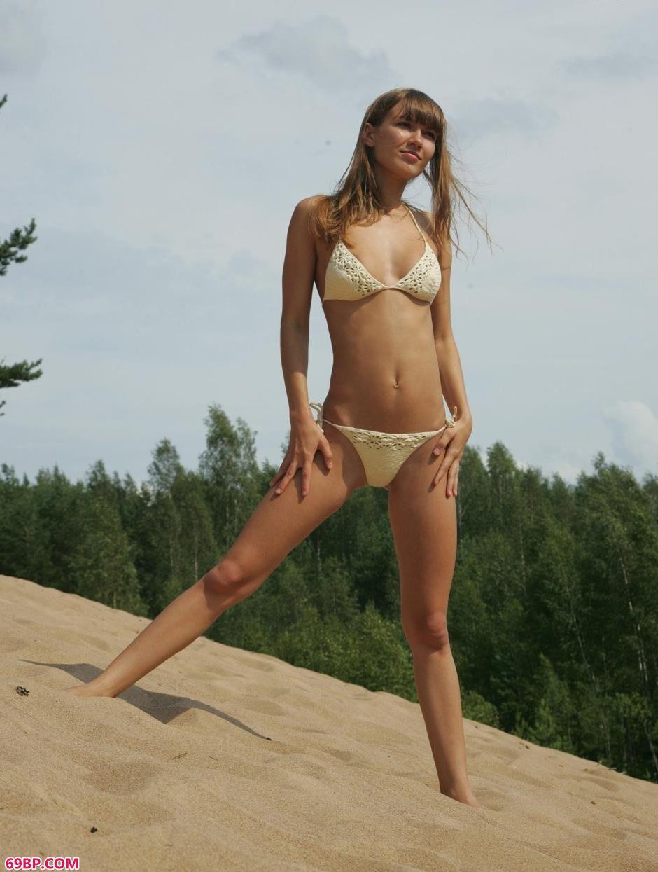 嫩模安吉拉Angela沙滩上的可爱人体