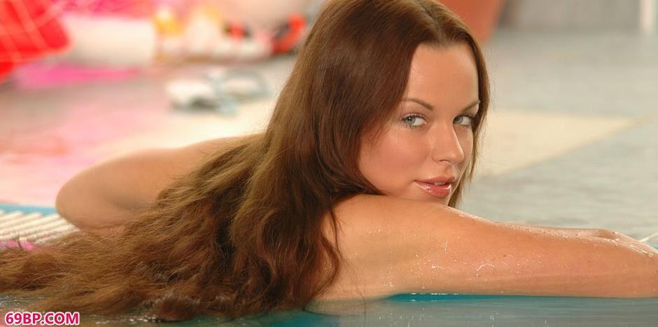 捷克妮娜阿泳池里的嫩模3