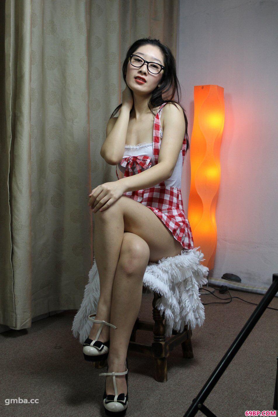 国模小美(心茹)摘下墨镜大胆私拍顶级人体艺术_征服极品少妇人妻