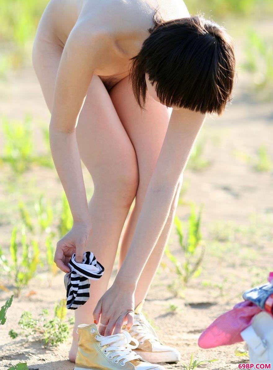 张筱雨―《阳光》人体写真套图2_浴室娇乳高耸